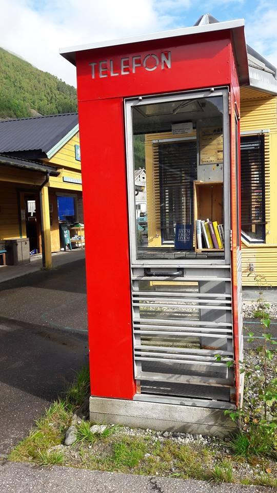 Even the phone box is a mini book case | Courtesy of Den norske bokbyen