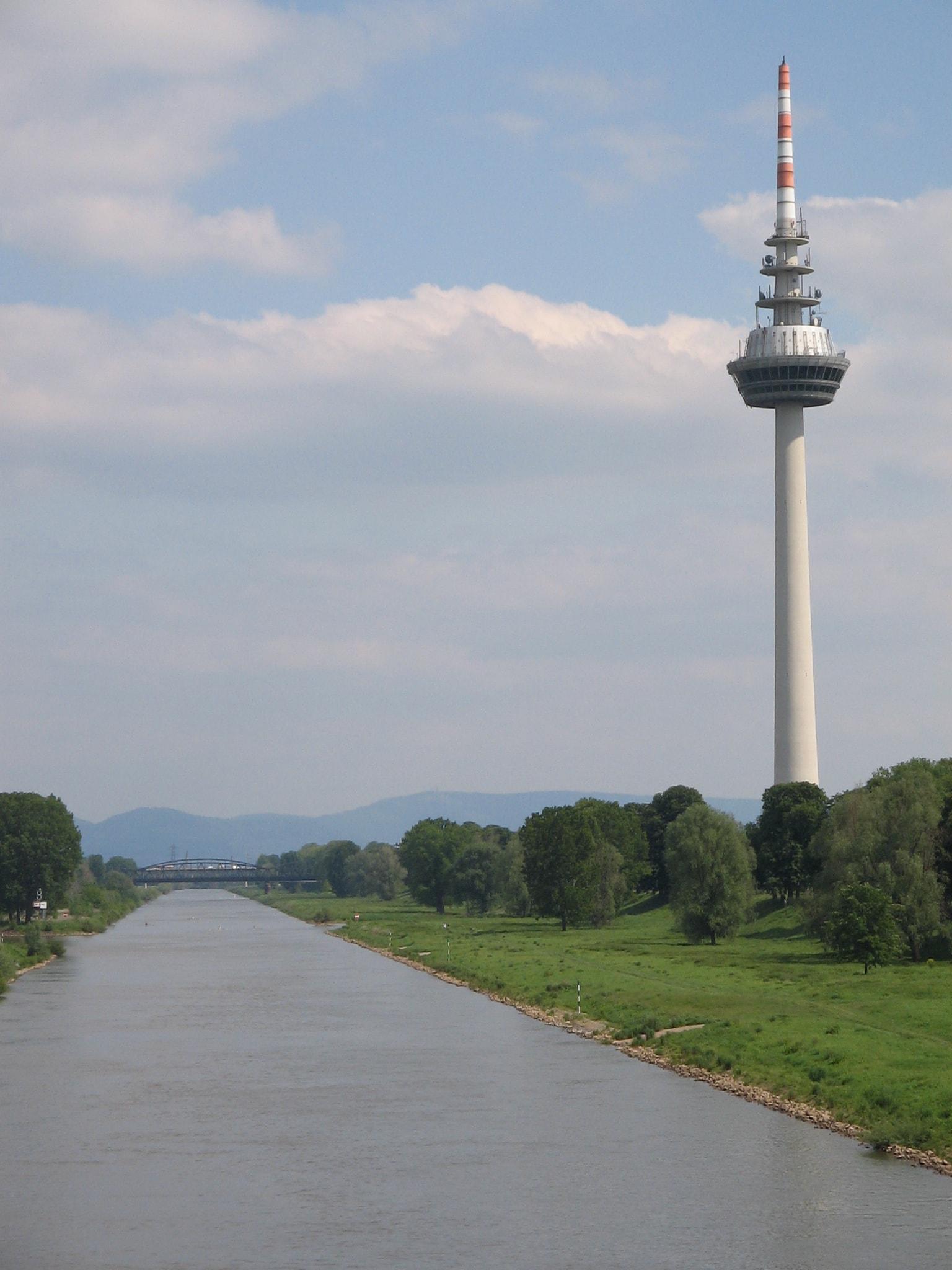 Fernmeldeturm_Mannheim_-_panoramio