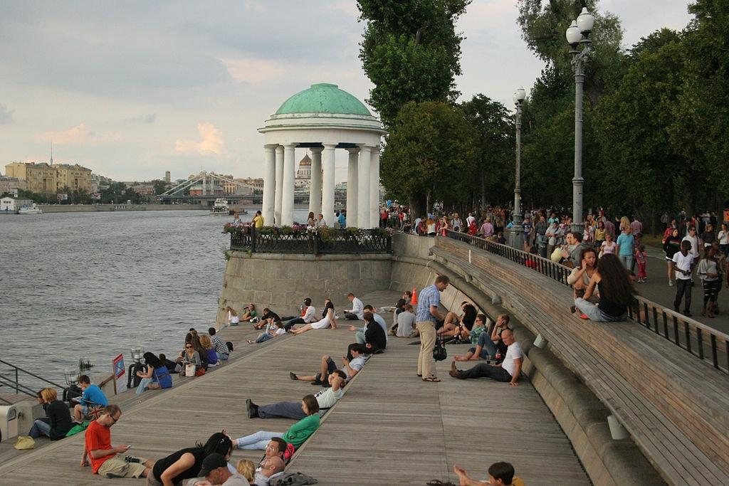File_by_Alexander_Baranov_-_Набережная_(10007479155)