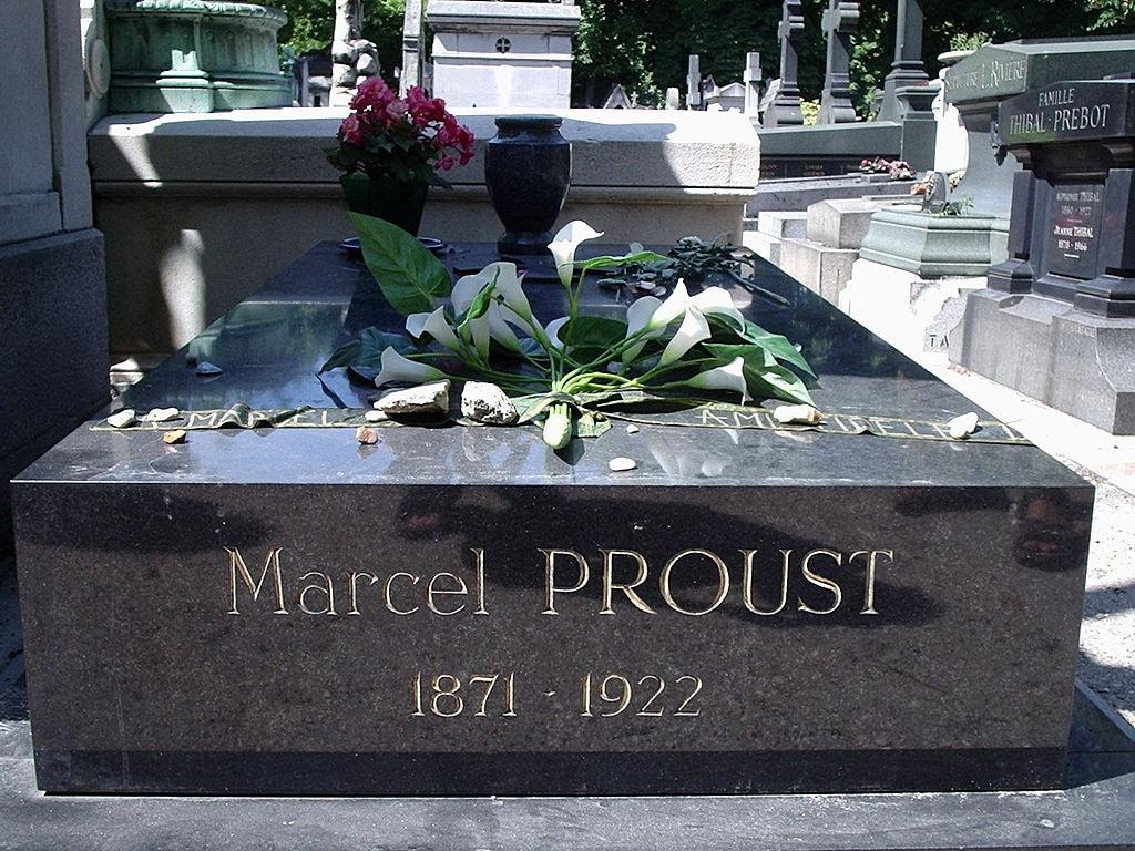 Grave_of_Proust,_Père-Lachaise_Cemetery,_Paris