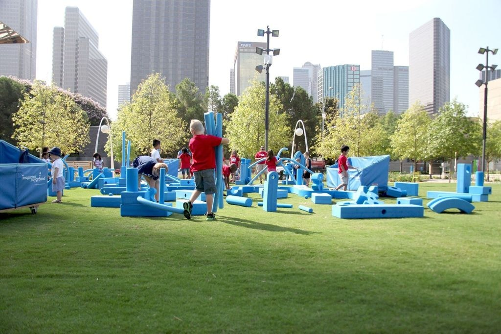 Kids playing at Klyde Warren Park │Courtesy of Klyde Warren Park
