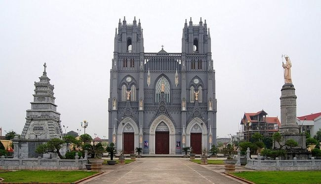 Immaculate_Conception_church,_Nhai_Phú (2)