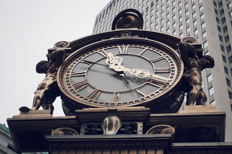 kaufmanns-clock-closeup