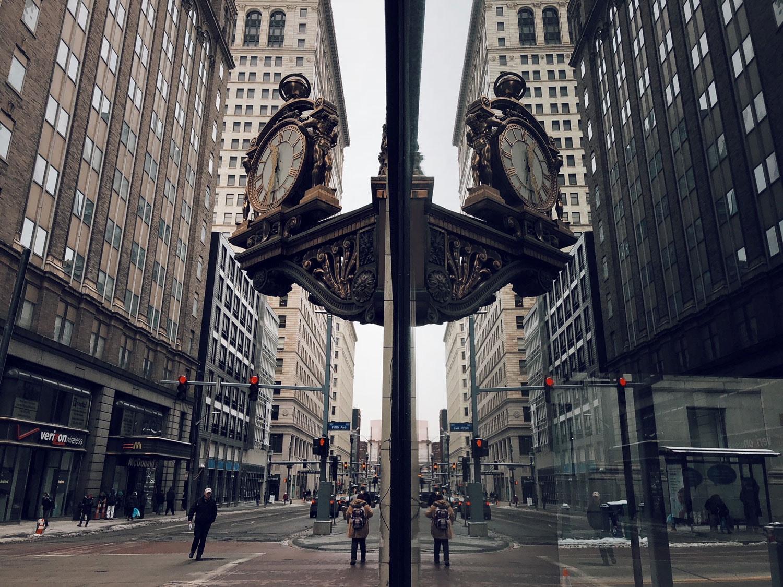 kaufmanns-clock-reflection