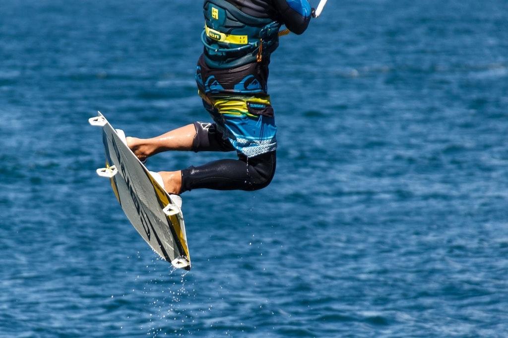 kite-surfing-1620343_1920