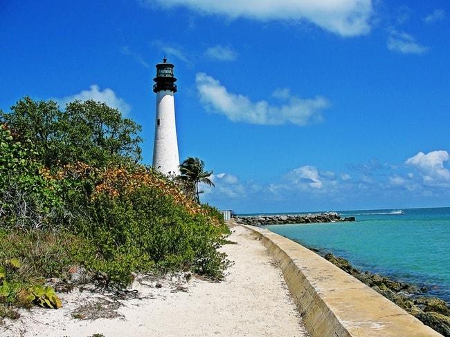 lighthouse-860872_1920