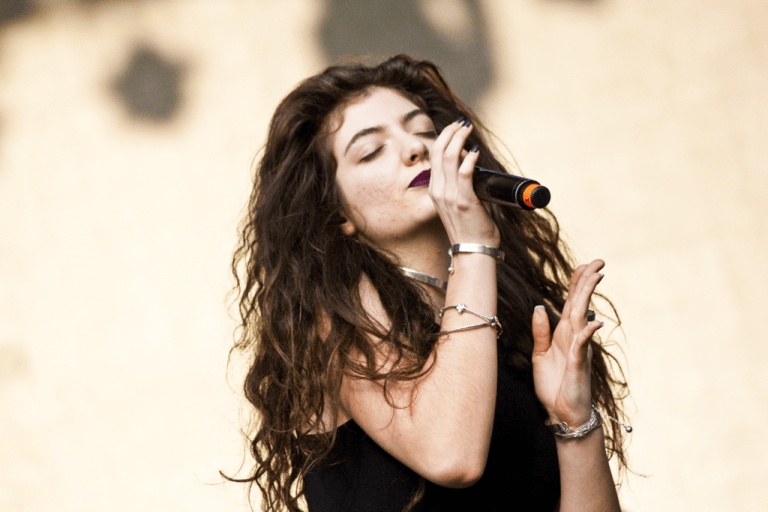 The 10 Best Female Singers From New Zealand (That Aren't Lorde)