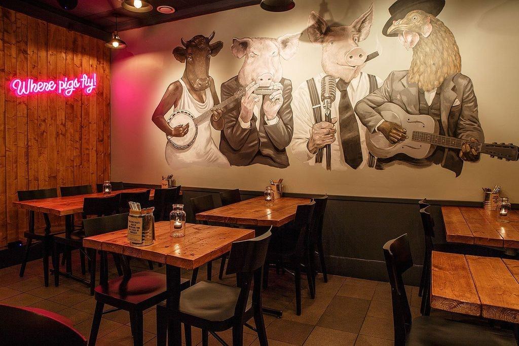 low-slow-smokehouse-diningroom