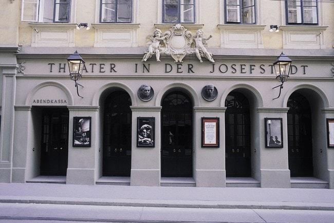 lowres_00000000282-theater-in-josefstadt-vienna-oesterreich-werbung-Panagl - Edited