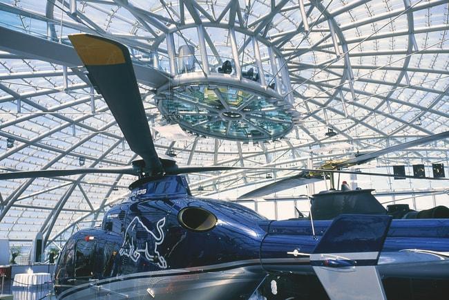 lowres_00000029530-hangar-7-flughafen-salzburg-oesterreich-werbung-Diejun