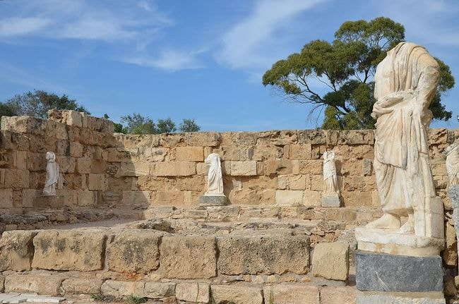 Marble_pool_at_NE_corner_of_the_Gymnasium's_portico_surrounded_by_headless_statues_dating_back_to_the_2nd_century_AD_(Trajanic-Hadrianic),_Salamis,_Northern_Cyprus_(22722929255)