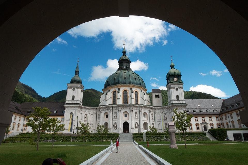 monastery-1683026_960_720