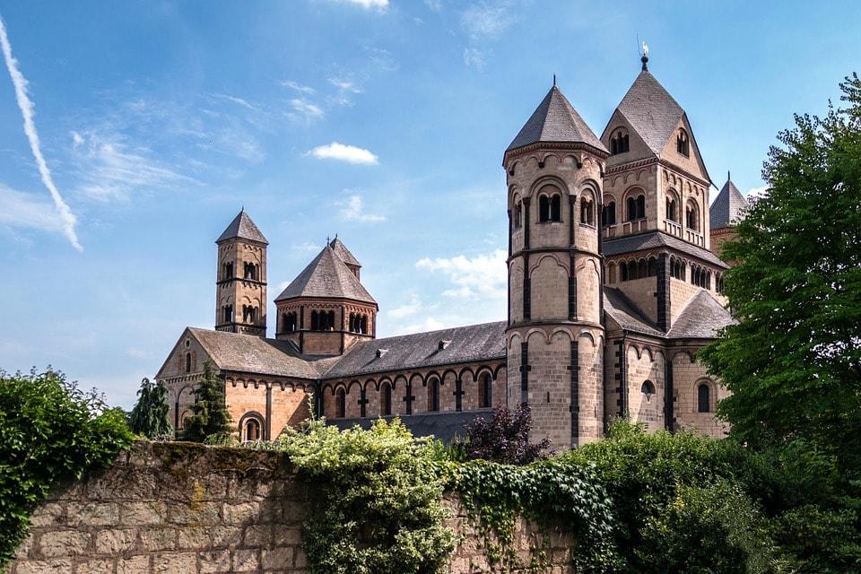 monastery-930047_960_720