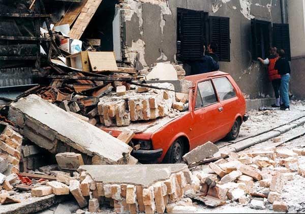 Nacionalni_automobil_Yugo_1999