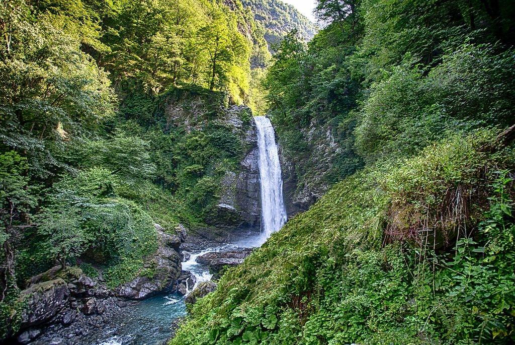 Ninoskhevi_waterfall_2