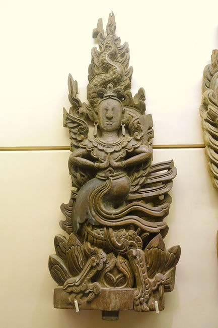 Panel_with_dragon_and_fairy_motifs,_Restored_Le_dynasty,_17th_century_AD,_carved_wood_-_National_Museum_of_Vietnamese_History_-_Hanoi,_Vietnam_-_DSC05660 (1)