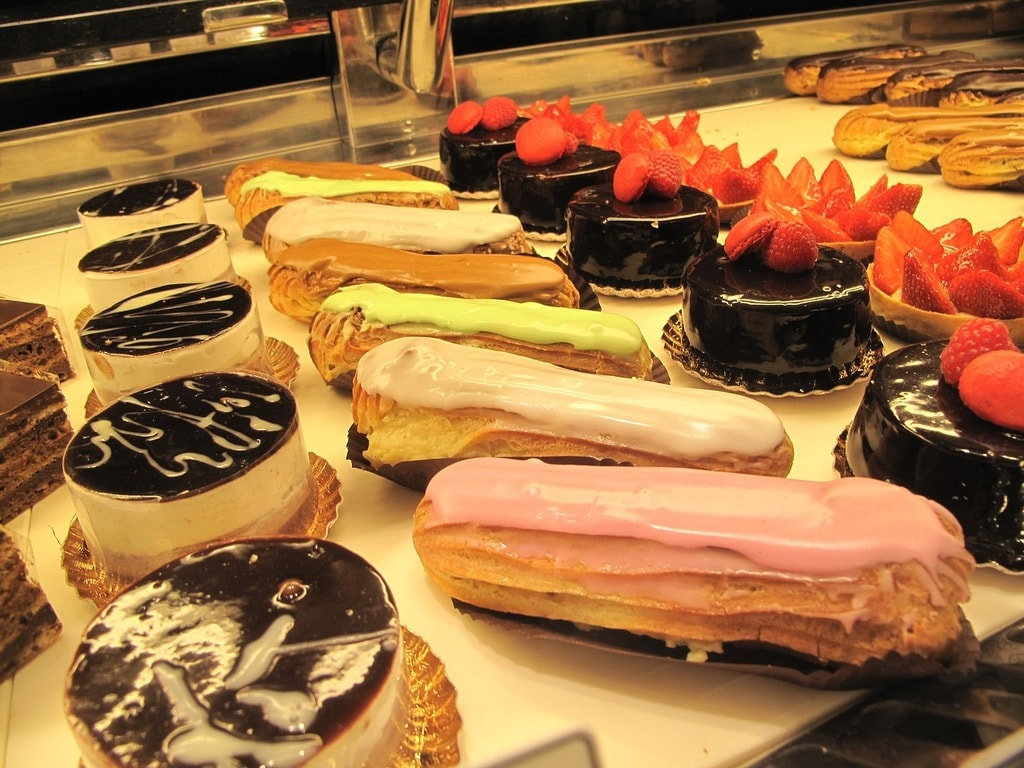 https://pixabay.com/en/patisserie-baked-goods-pastry-tasty-1575070/