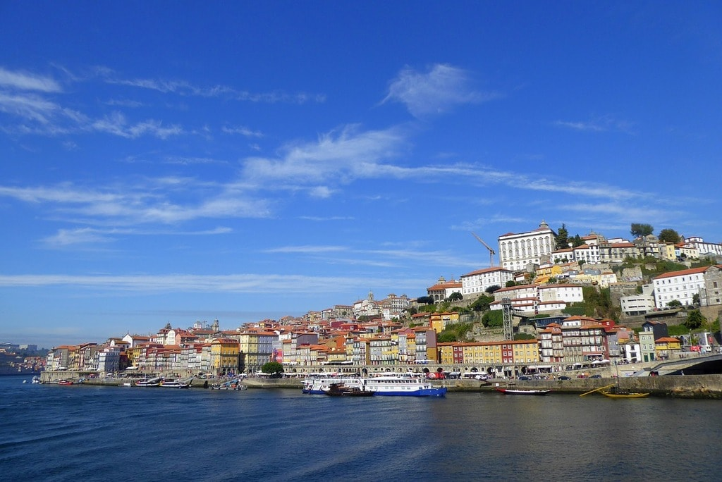 https://pixabay.com/en/porto-panorama-old-town-sky-summer-2941325/