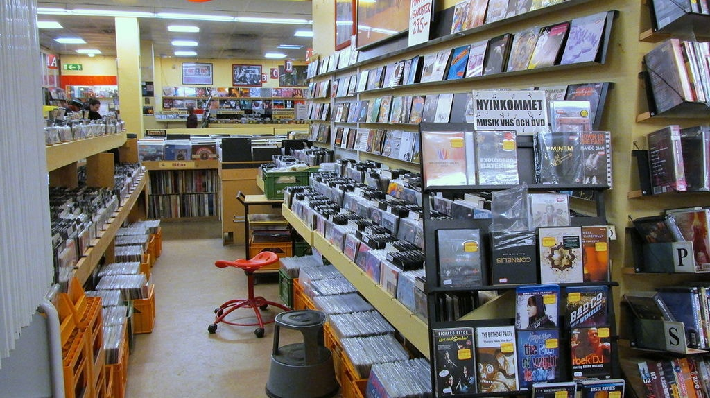 Second_hand_record_shop_in_Sweden_(2013_ubt)