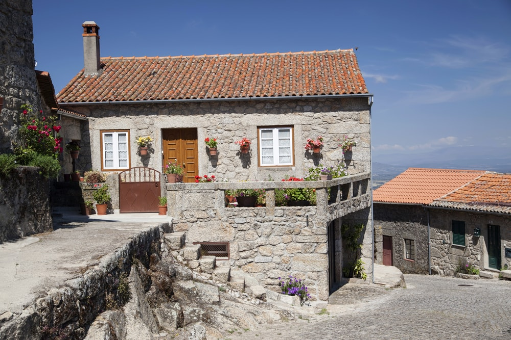 Typical rural house in Monsanto village, Portugal | © Nessa Gnatoush/Shutterstock