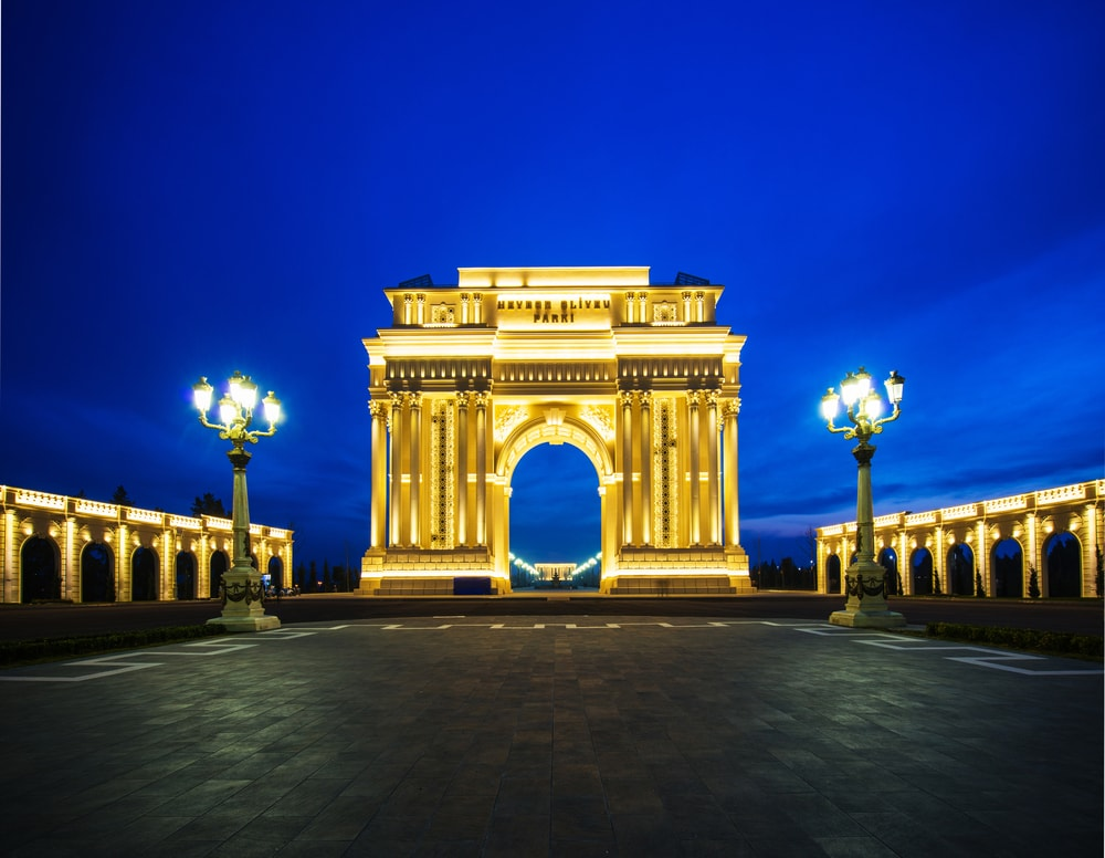 Ganja's Arch of Triumph at the biggest park in all Caucasus | © Elnur/Shutterstock