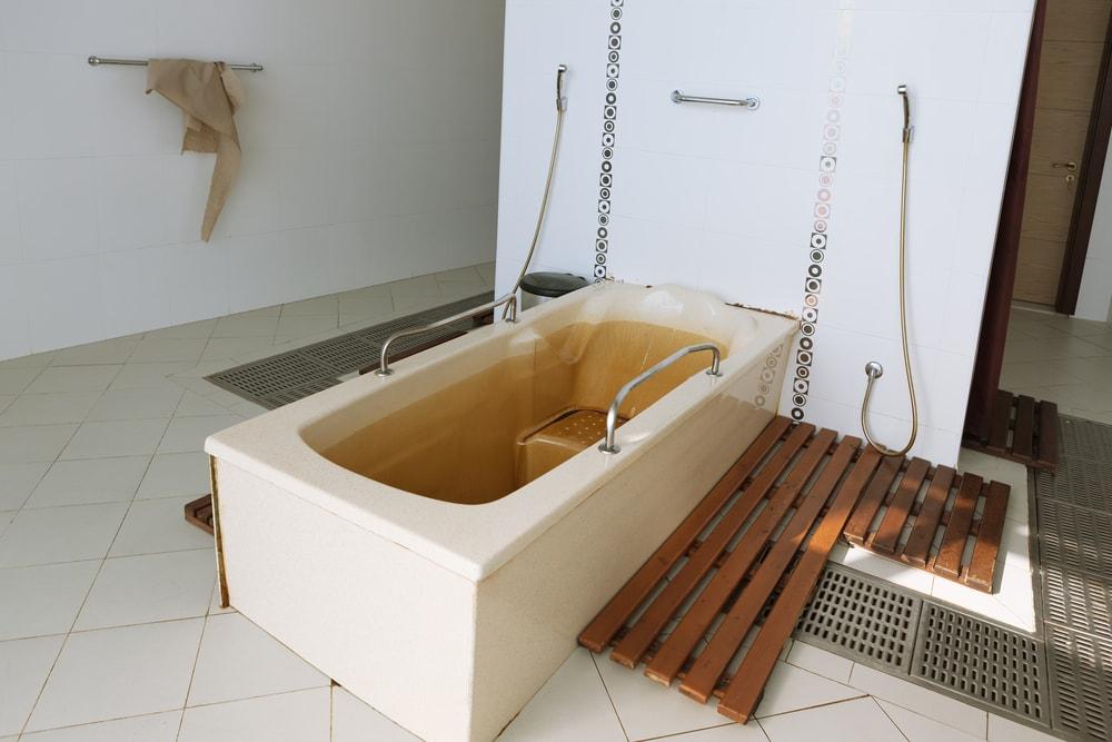 Fancy a unique bath in Naftalan? | © alionabirukova/Shutterstock