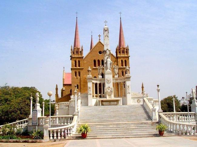 St.Patrick's_Cathedral_Church_Karachi_-_panoramio