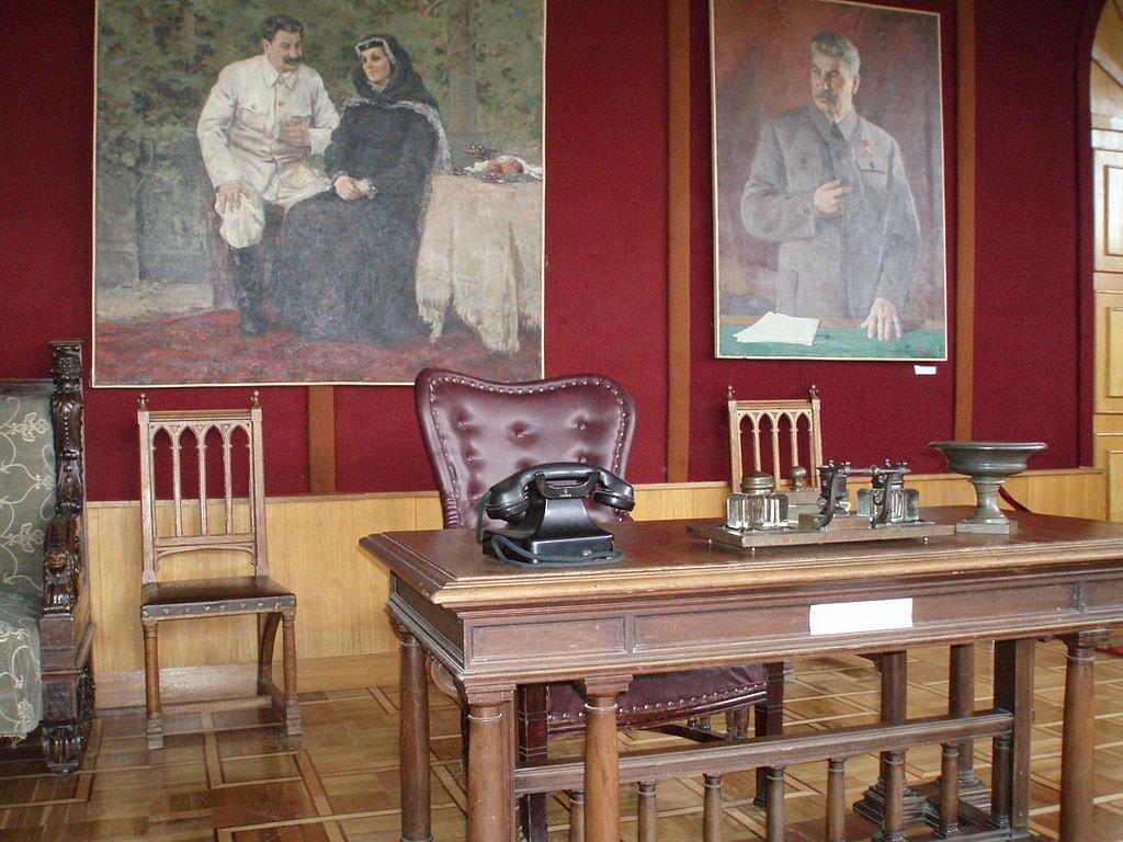 Stalin_desk
