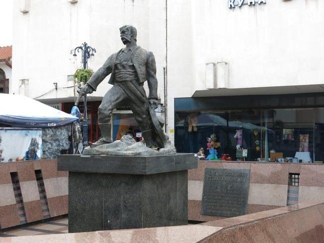 Stevan_Sinđelić_monument,_Svilajnac_3 copy