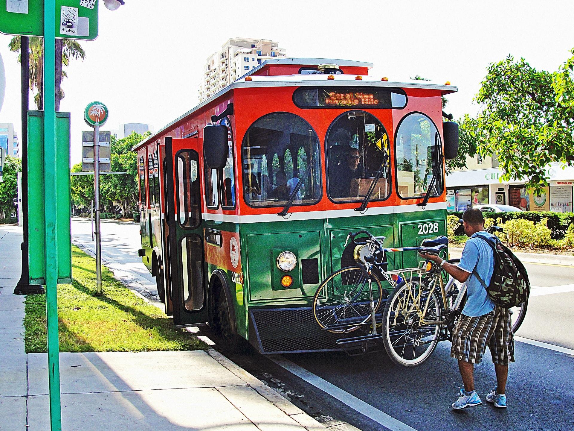 trolley-miami-849772_1920