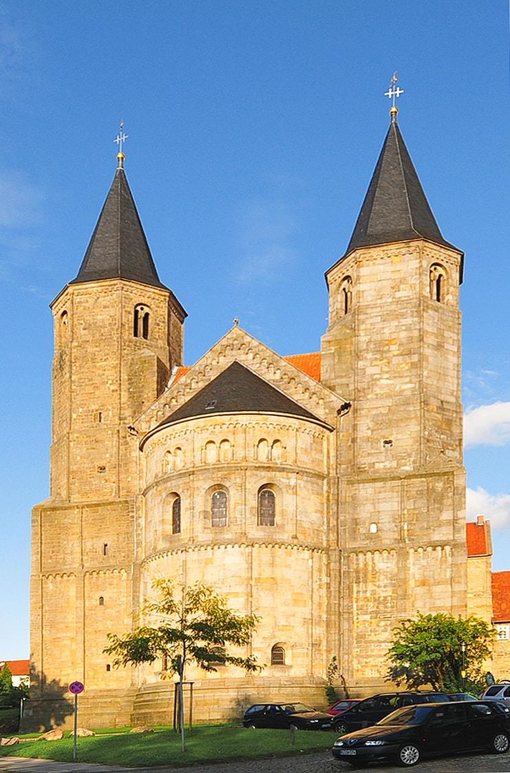 Westwerk_der_Basilika_St._Godehard_in_Hildesheim
