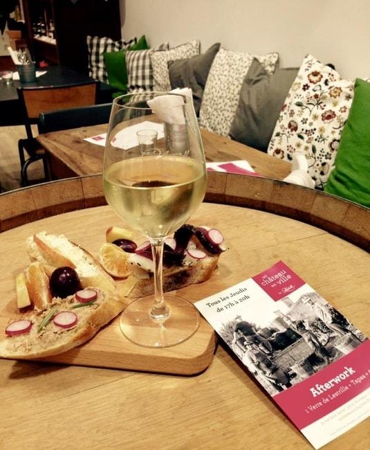 Wine and tapas at un chateau en ville