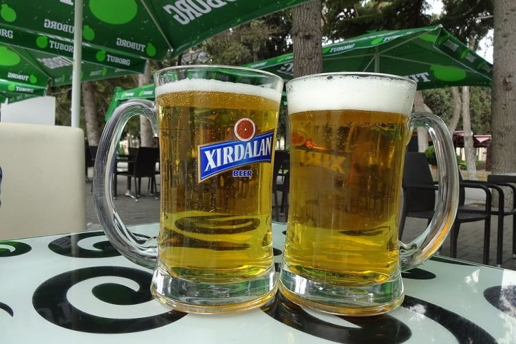 Local Azerbaijan beer can be found at almost every pub in the country | © Gertjan R./WikiCommons