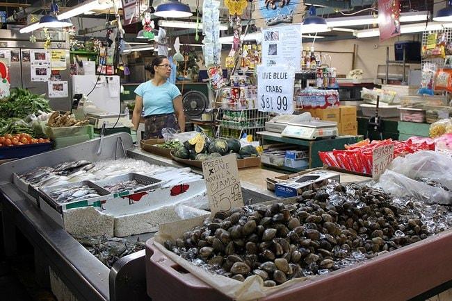 1024px-Manakea_Fish_Market_(15440383461)