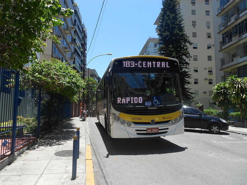 1024px-Ônibus_em_Laranjeiras