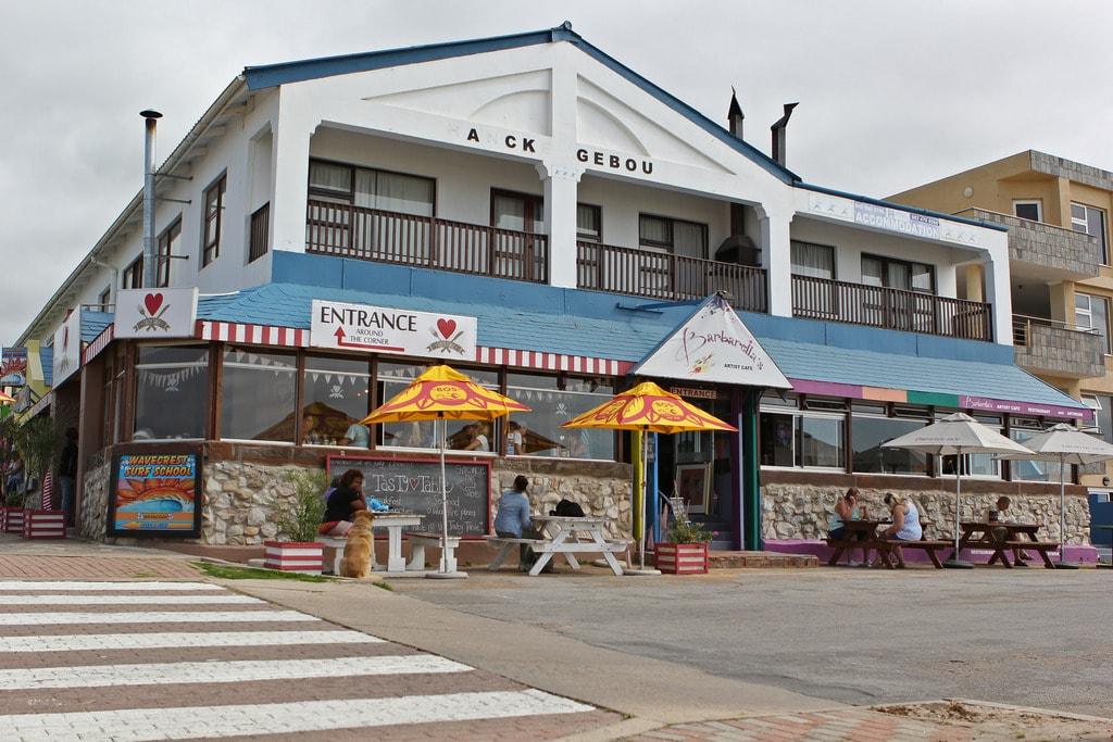 Sidewalks cafes on the beachfront | © Jochem Koole/Flickr