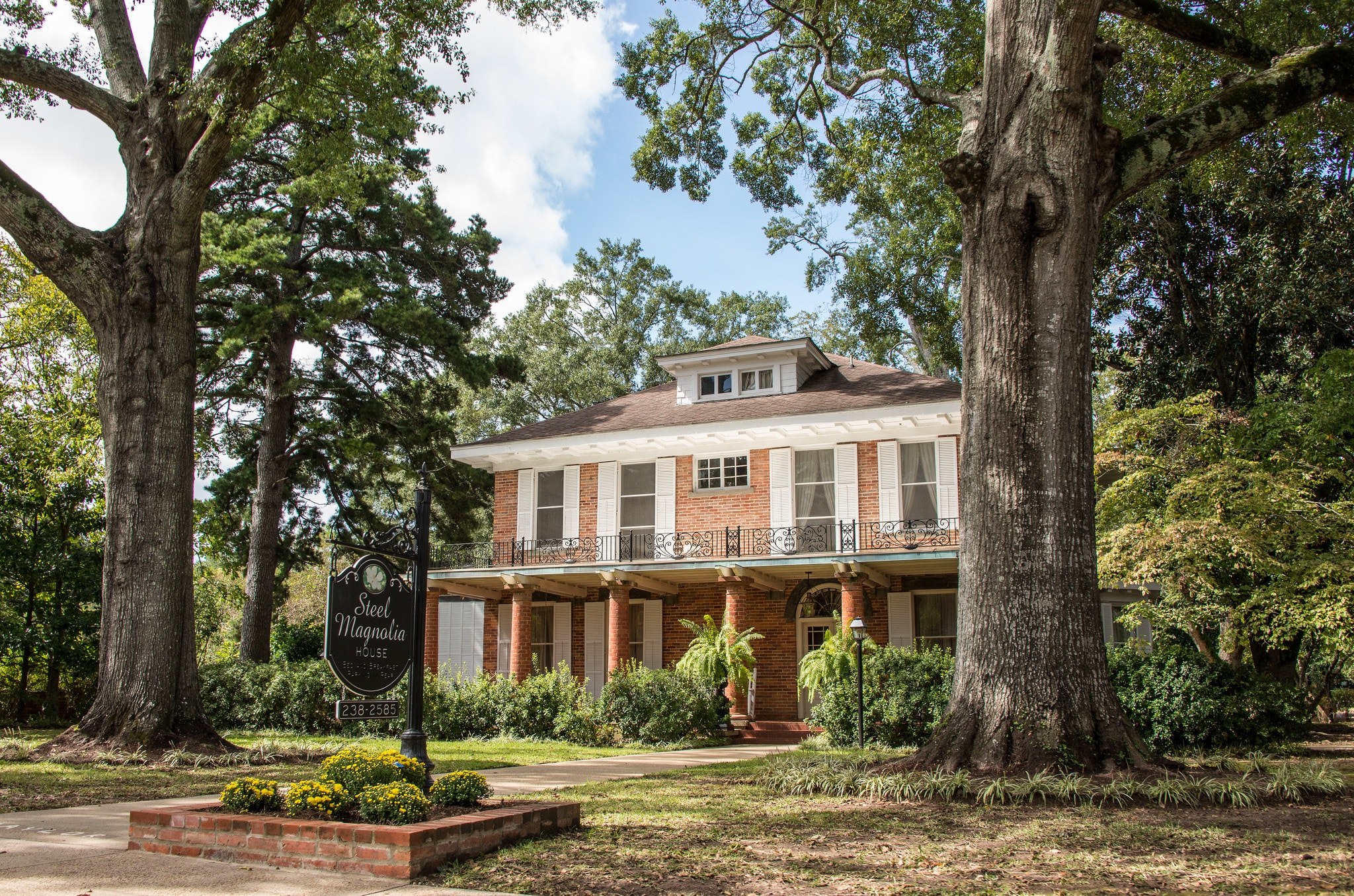 You Can Actually Sleep In The Mansion From Steel Magnolias