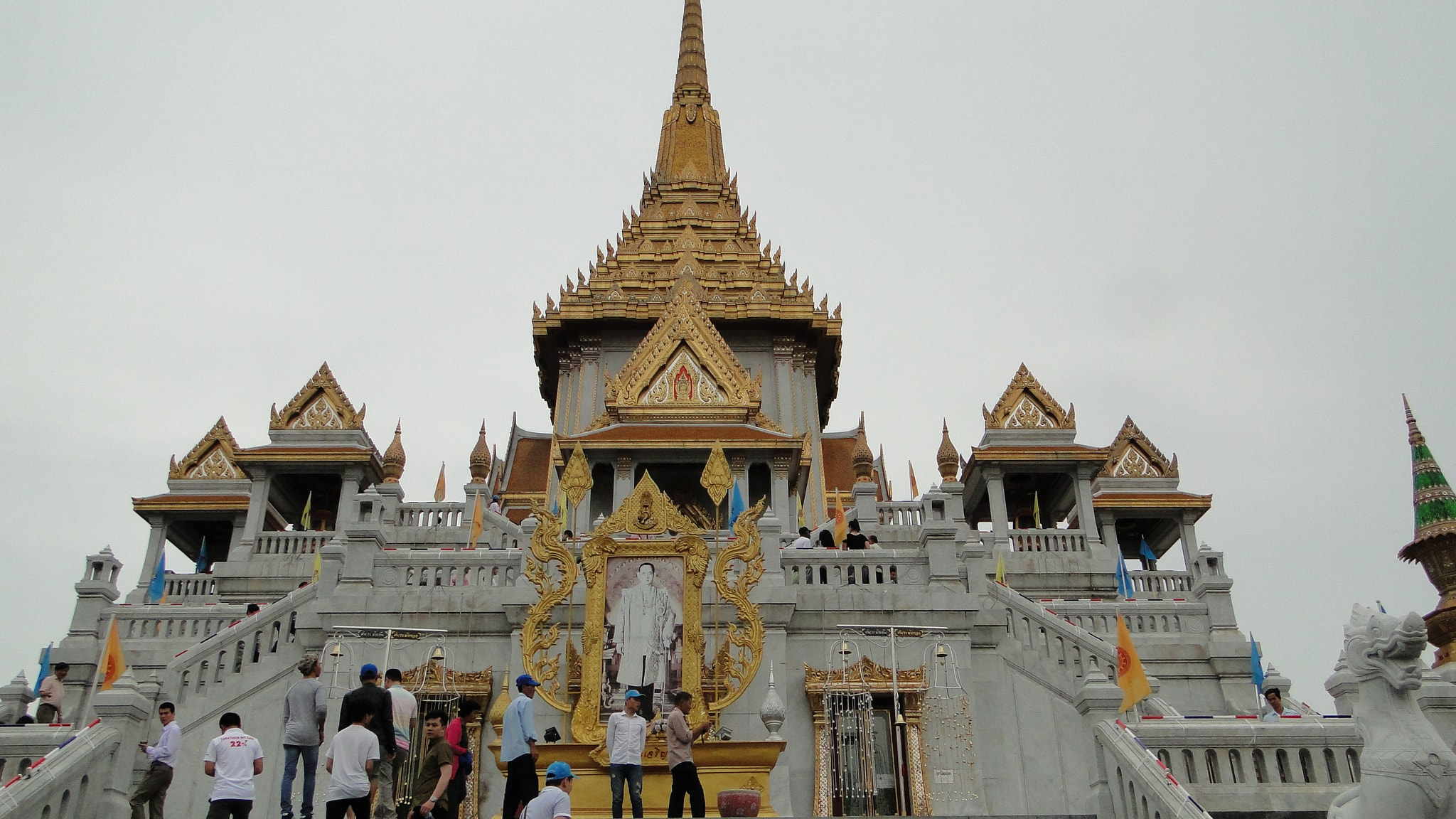 Wat Traimit