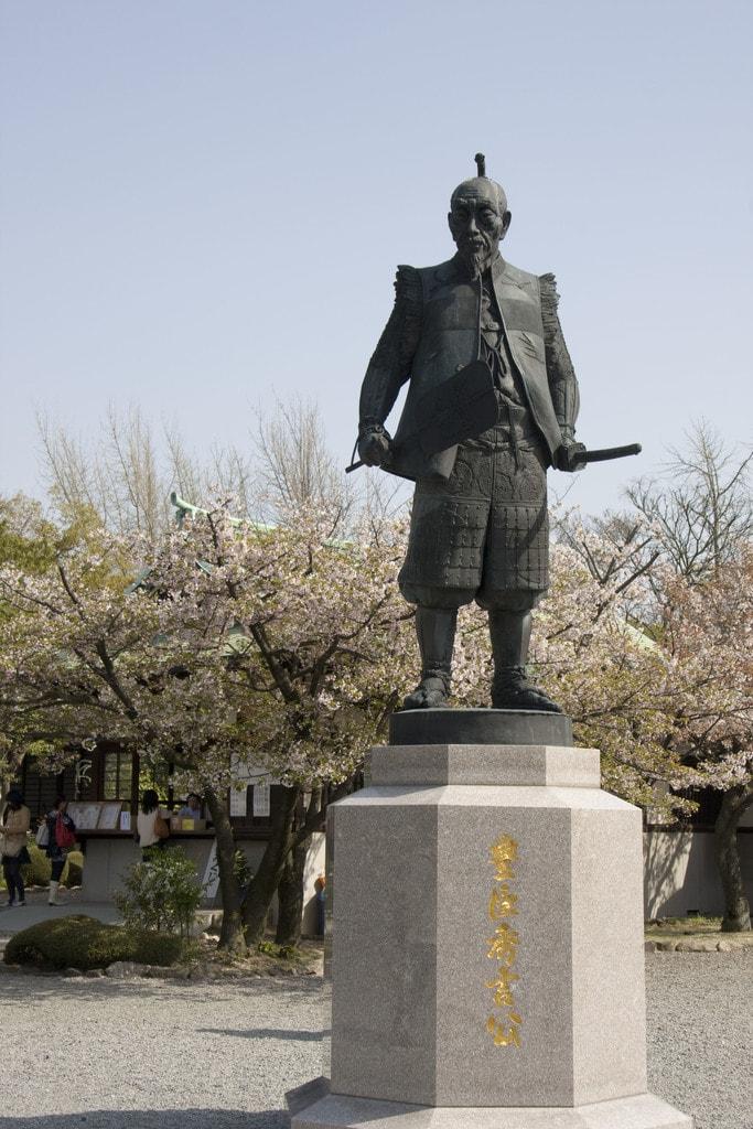 hideyoshi_toyotomi_osaka_statue