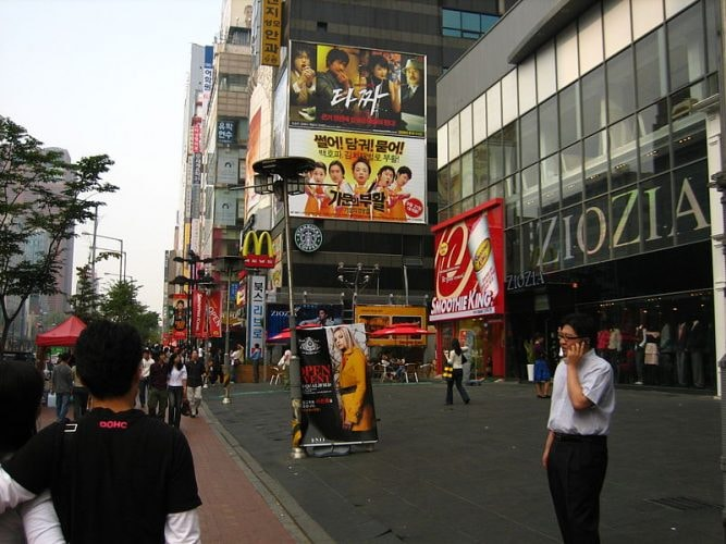 800px-Gangnam-gu_shopping_area
