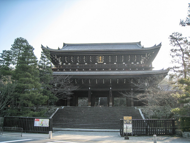 En is located next to Chion-in Temple in the Higashiyama area of Kyoto
