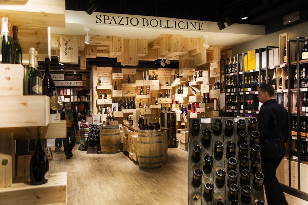 The vast wine section at Eataly supermarket in Turin   © Eataly Torino