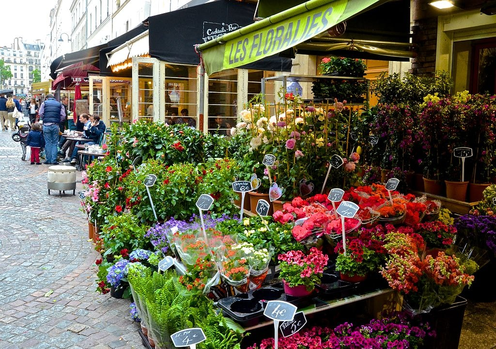 Flowers,_Rue_Cler,_Paris_24_May_2014