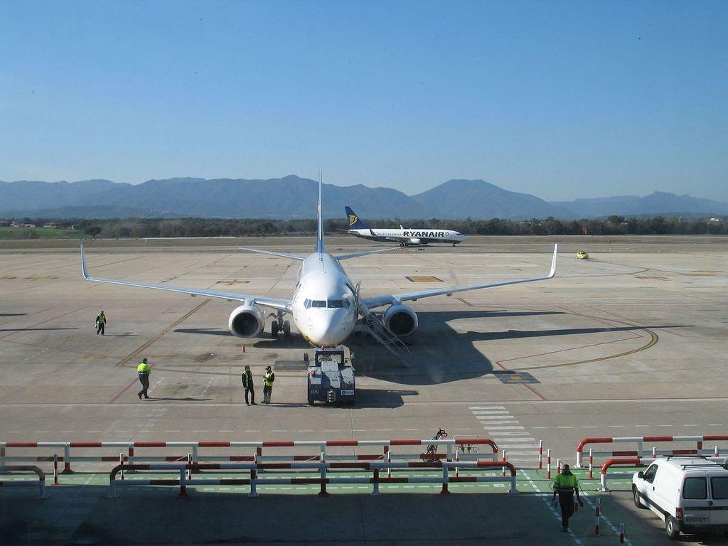 Girona_airport._(08_Feb_2008)_-_panoramio