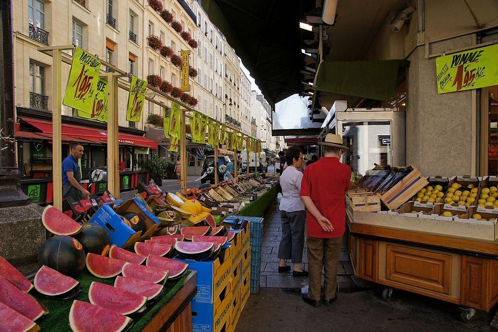 Marché,_Rue_Cler,_75007_Paris,_France_2014