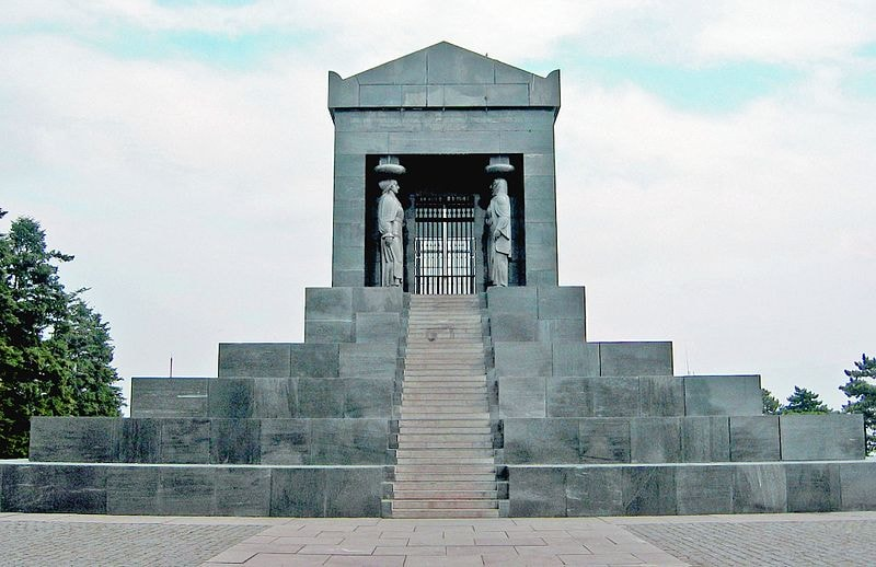 Monument_to_the_Unknown_Hero_Avala1