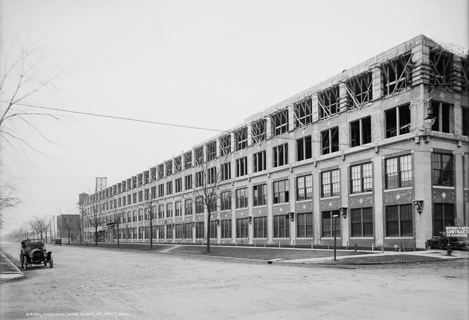 Packard_plant_no_10_construction