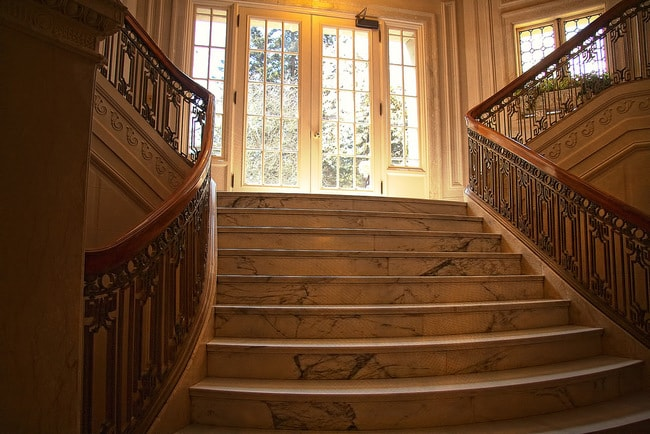 pittock-mansion-staircase