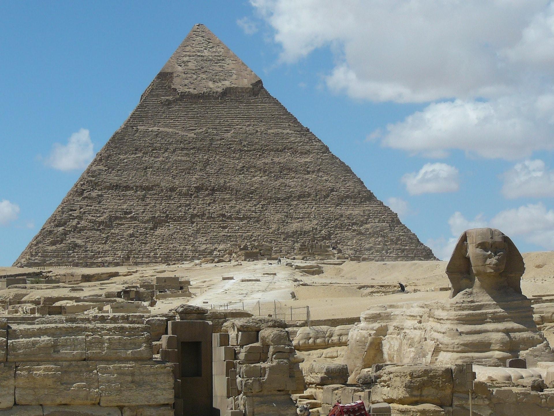 pyramids-232679_1920