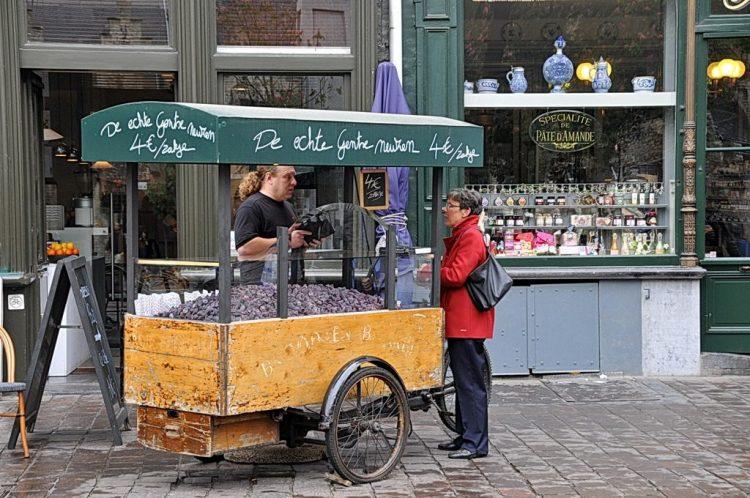 Selling cuberdons on Ghent's Groentenmarkt square